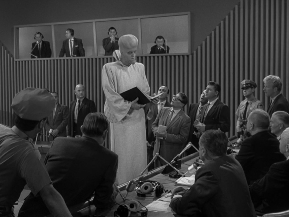 the-twilight-zone-to-serve-man-2